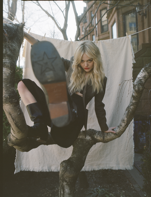 Emily Alyn Lind, Gossip Girl, Harper's Bazaar, Mia Santiago, Celestine Agency